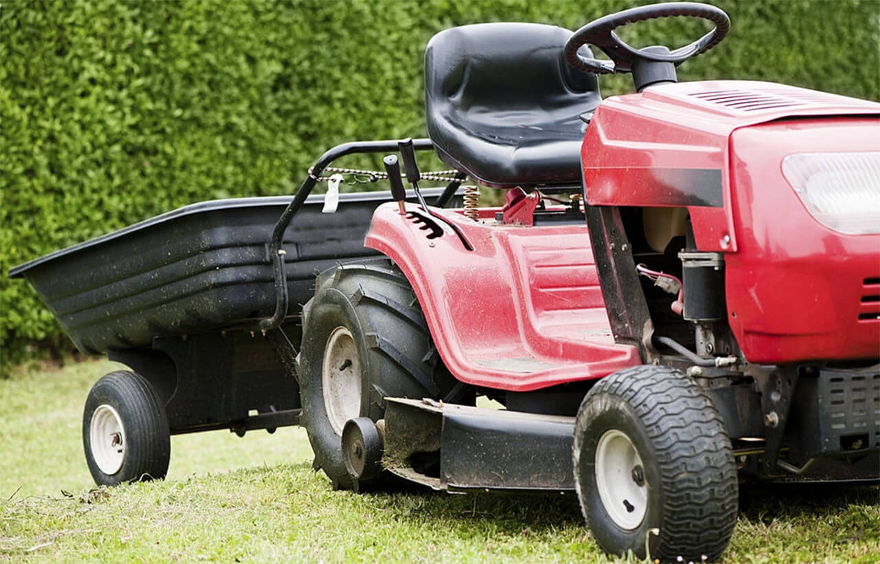 Lawn Tractor with dump cart